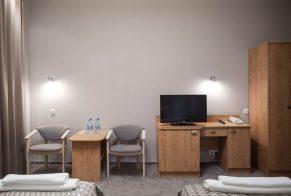Pokój 2 osobowy hotel biurko