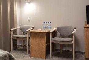 Pokój 2 osobowy hotel krzesła